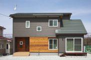 珪藻土壁とタイルが美しい レトロモダンな家
