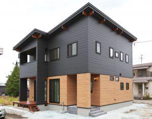 モダンな外観と癒しの住空間 2つの表情を持つ家