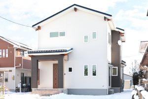 和と洋の融合 多目的に利用できるオーダーメイドの畳コーナーがある家